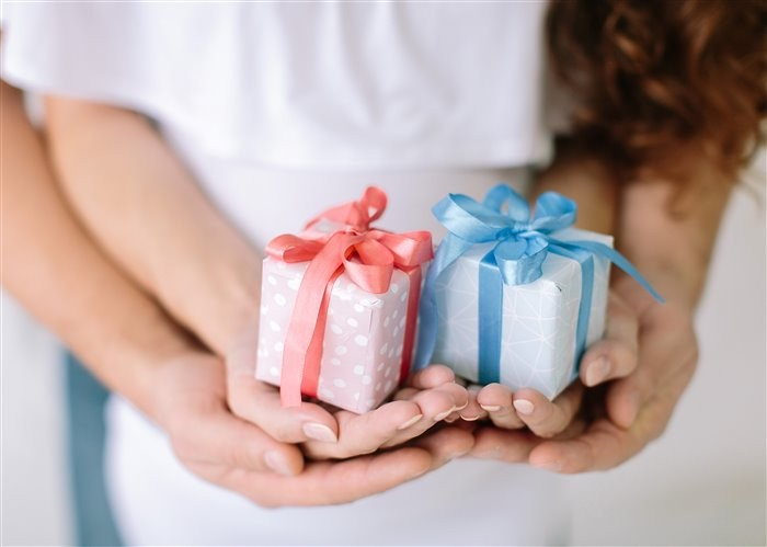 Что подарить молодым родителям?
